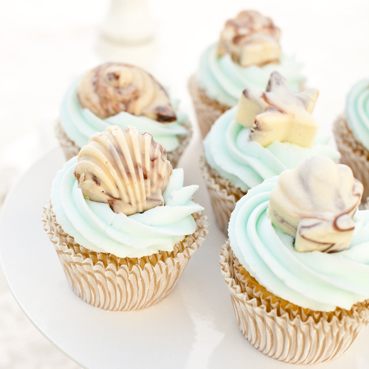 beach wedding cupcakes ~ we ❤ this! moncheribridals.com