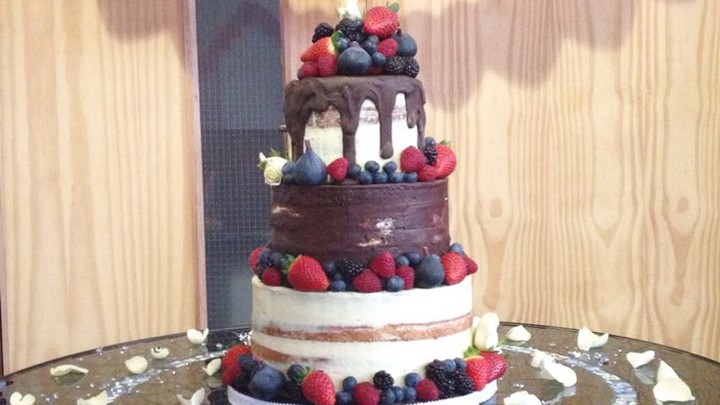 10 Sensational Semi-Naked Wedding Cakes